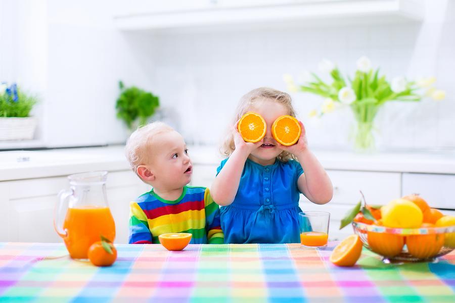 nâng cao thể trạng của trẻ để tăng sức đề kháng bằng cách bổ sung các vi chất như kém, vitamin C từ hoa quả như chuối, cam, quýt, bưởi.